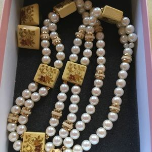 Jewelry - Vintage necklace and earrings set👍